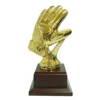 Gouden sportprijs met handschoen